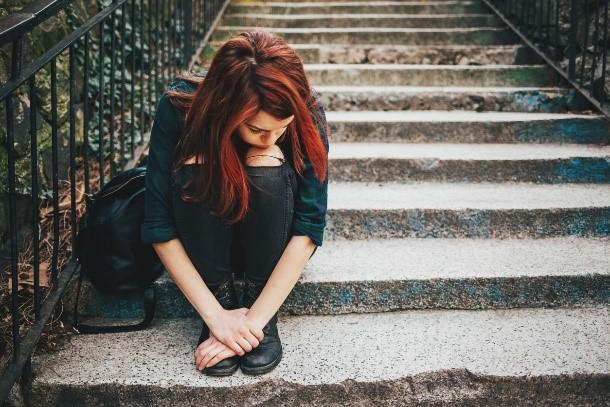 girl-sitting-on-steps